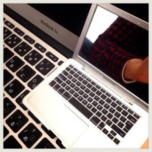 【世界最小】MacBook Airならぬ「MirrorBook Air」ミラー比較-09