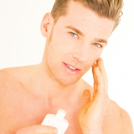 化粧水の使用率、女性76.6%、男性11.9%。30代男性は…