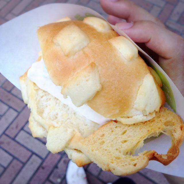 【渋谷・他】世界で2番めにおいしい焼きたてメロンパンアイス-値段